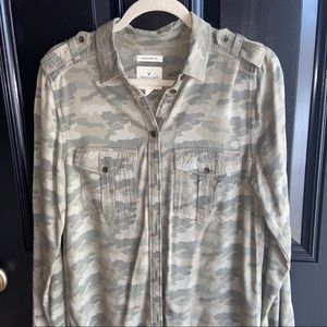 Women's Camo Button Up Shirt Size Small